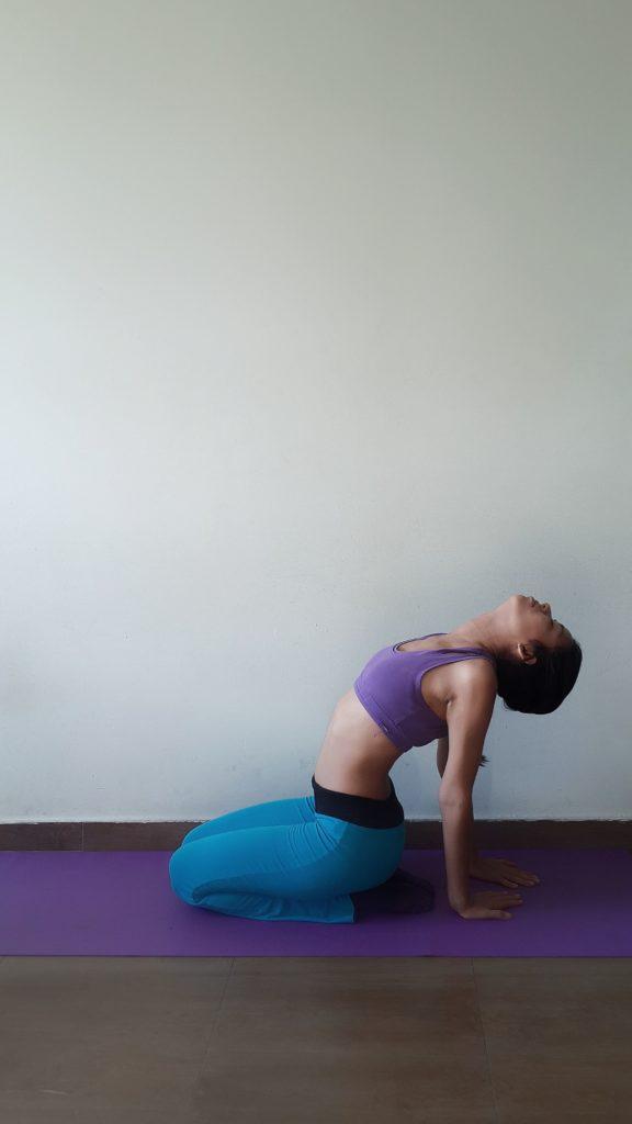 Das Kamel Yoga Figur(Ustrasana)