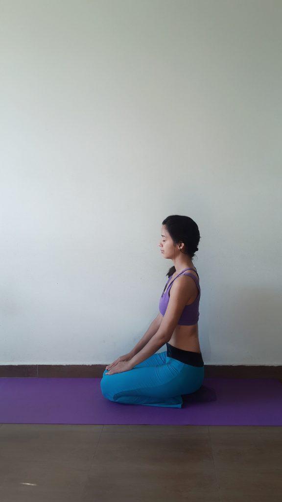 Der Held Yoga Heldenposition
