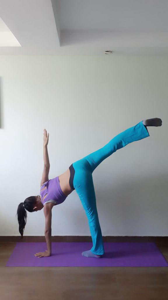 Halb Mond Yoga Figur Übung Anleitung